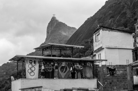 rio-favelas--joao-velozo-9_custom-84b1822885fc72f97f7e9084730eb4397aa48b6e-s1300-c85
